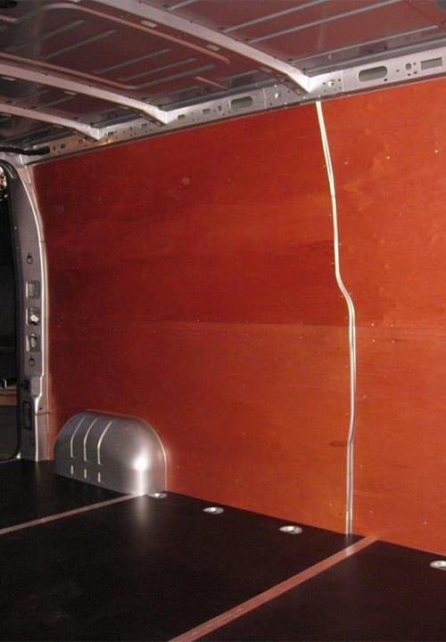 Обшивка фургона Renault Master L3H2: Стены, пол и задние двери