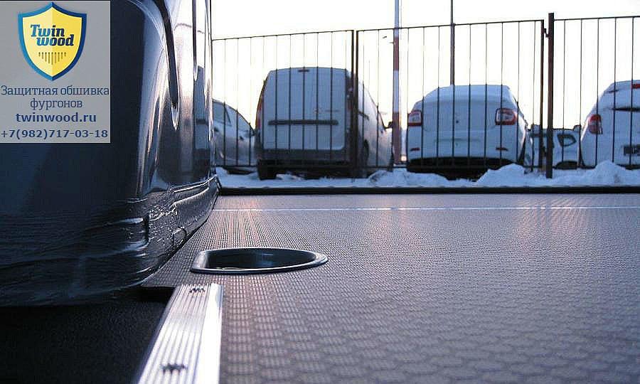 Volkswagen Caddy L1H1: Такелажное кольцо в полу
