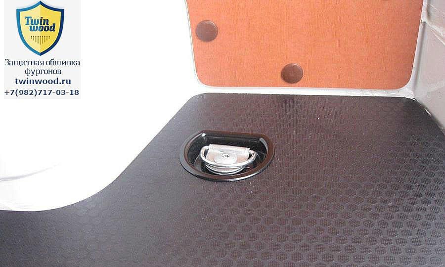 Обшивка фургона Citroen Jumper L3H3: Такелажное кольцо в полу