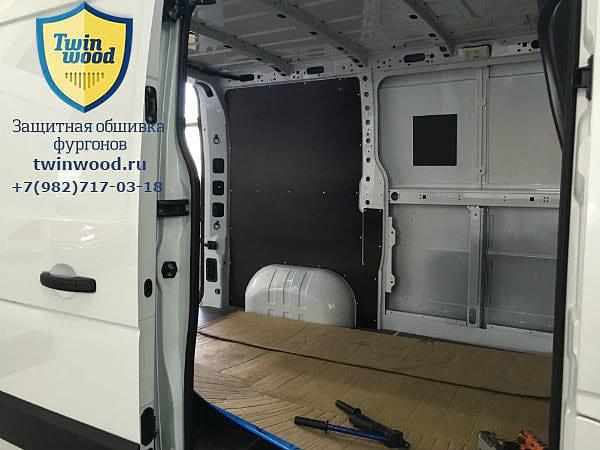 Установка защитной обшивки стен в Renault Master