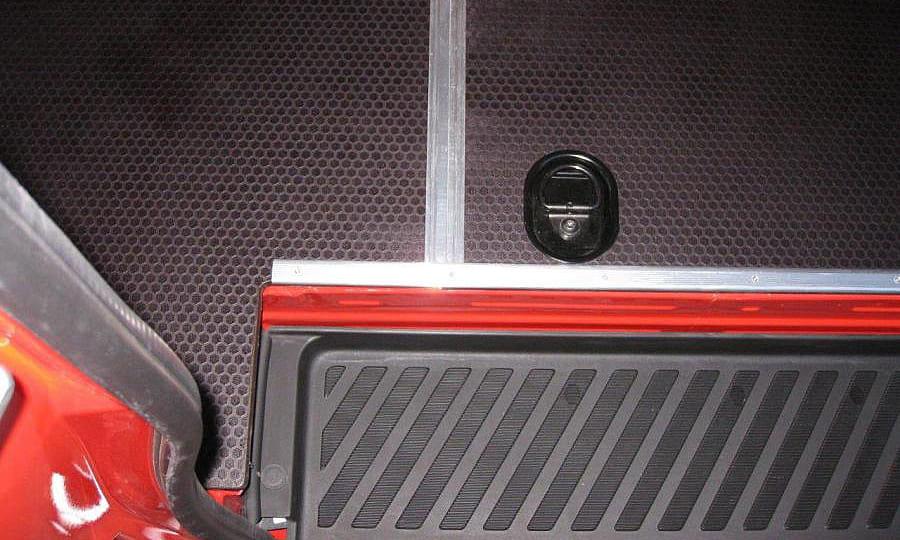 Обшивка фургона Mercedes-Benz Sprinter L3H3: Установленный пол (вид сверху)