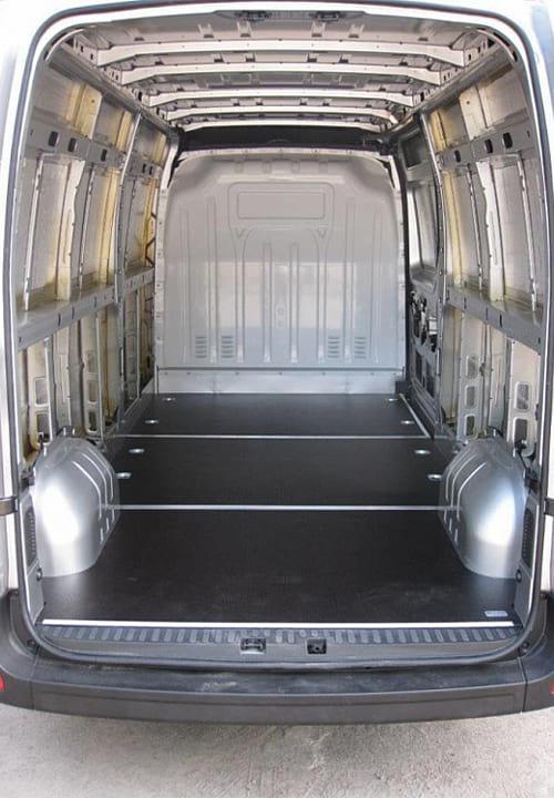 Обшивка фургона Renault Master L3H2: Установленный пол