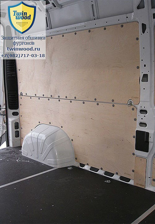 Обшивка фургона Citroen Jumper L3H3: Вид со стороны боковой двери