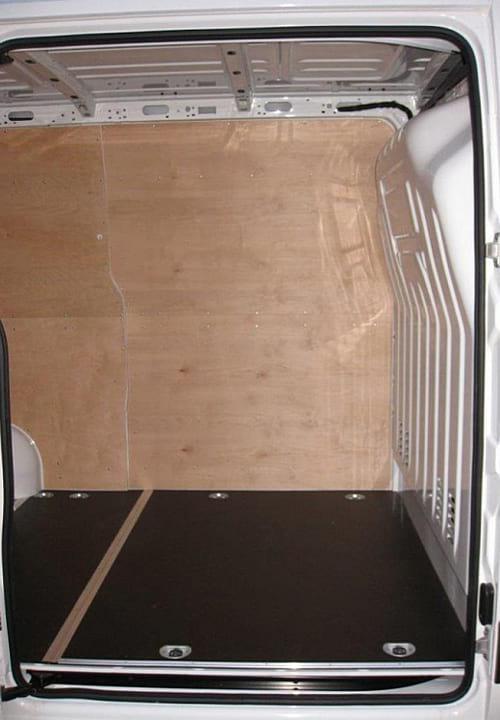 Обшивка фургона Renault Master L2H2: Вид со стороны боковой двери