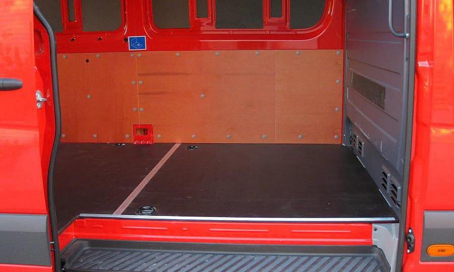 Обшивка фургона Mercedes-Benz Sprinter L3H3: Вид со стороны боковой двери