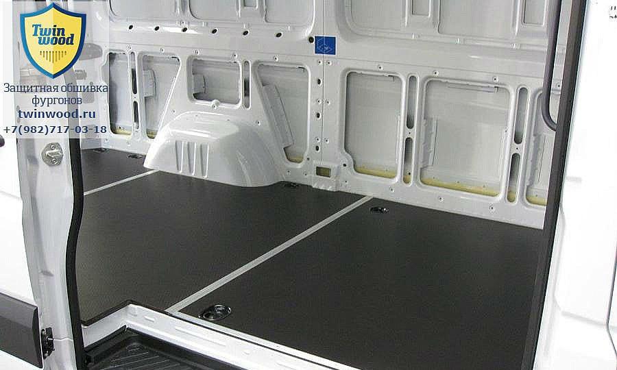 Обшивка фургона Mercedes-Benz Sprinter L2H2: Вид со стороны боковой двери