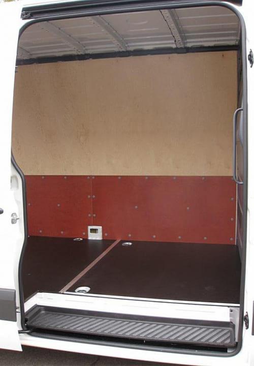 Volkswagen Crafter L3H2: Вид со стороны боковой двери