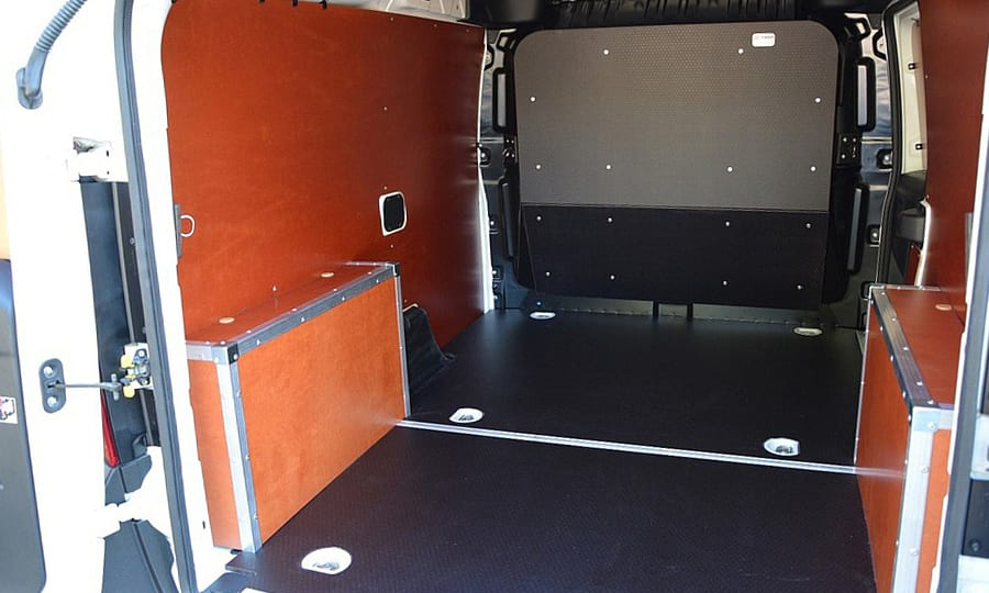 Обшивка фургона Fiat Doblo Cargo L1H1: Вид со стороны задних дверей