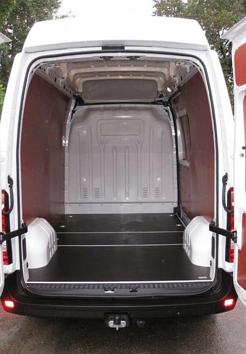 Обшивка фургона Renault Master L2H2: Вид со стороны зажних дверей