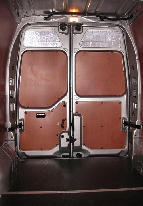 Обшивка фургона Renault Master L3H2: Задние двери и пол