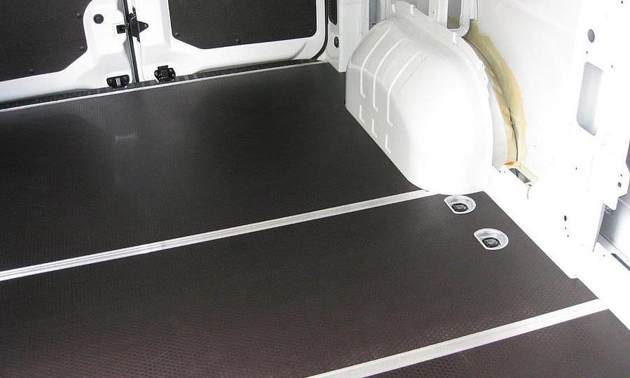 Обшивка фургона Renault Master L2H2: Задние двери и пол