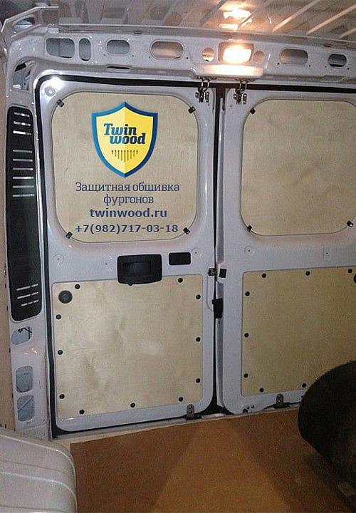 Fiat Ducato L1H1: Задние двери и пол