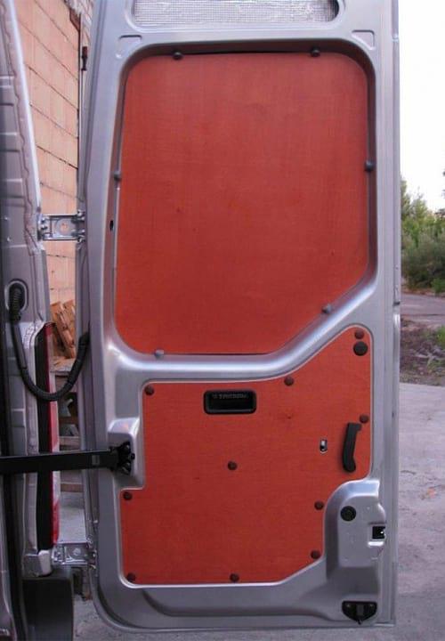 Обшивка фургона Renault Master L3H2: Задняя дверь