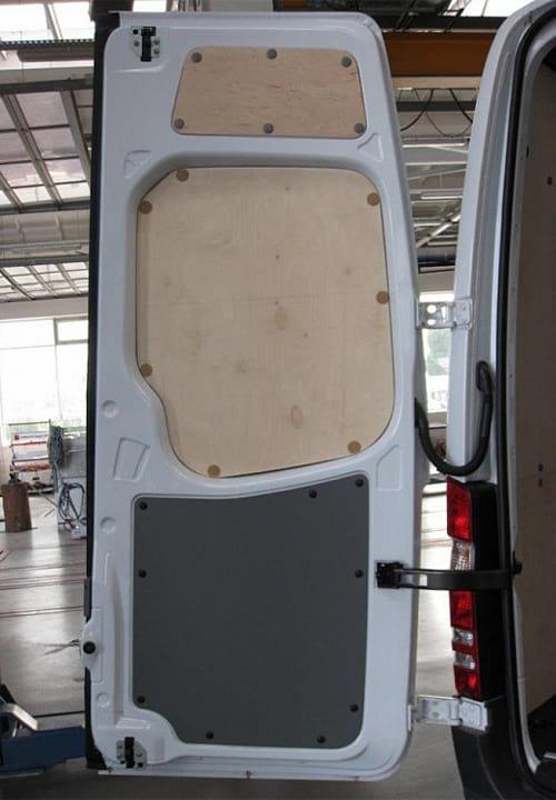 Обшивка фургона Mercedes-Benz Sprinter L4H2: Задняя дверь