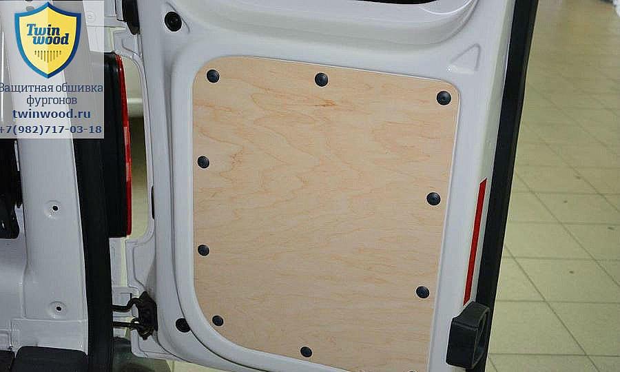 Volkswagen Caddy L1H1: Задняя дверь
