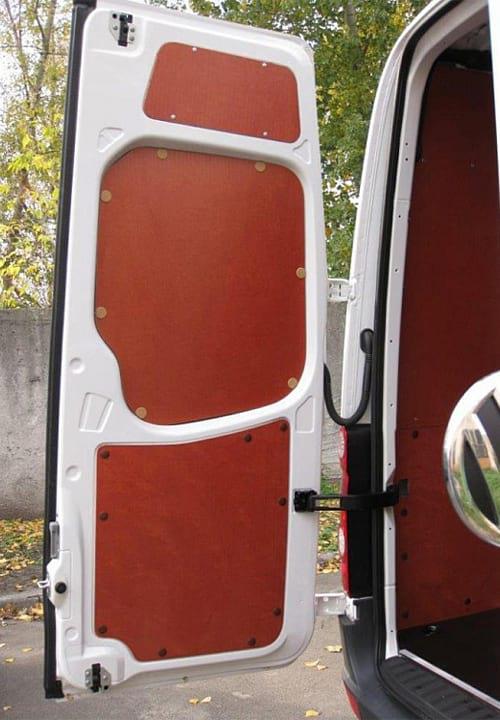 Volkswagen Crafter L3H2: Задняя дверь