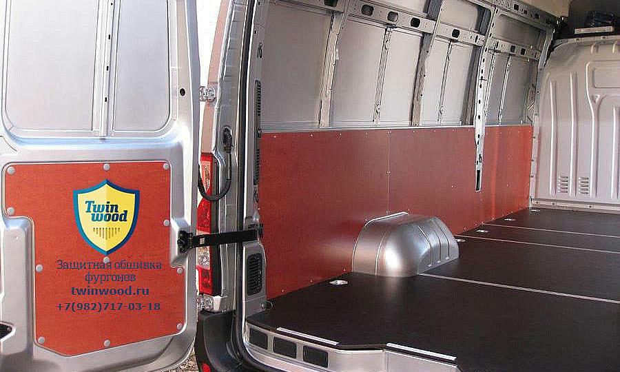 Обшивка фургона Renault Master L4H3: Задняя двери, стены и пол