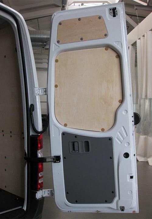 Обшивка фургона Mercedes-Benz Sprinter L4H2: Задняя правая дверь
