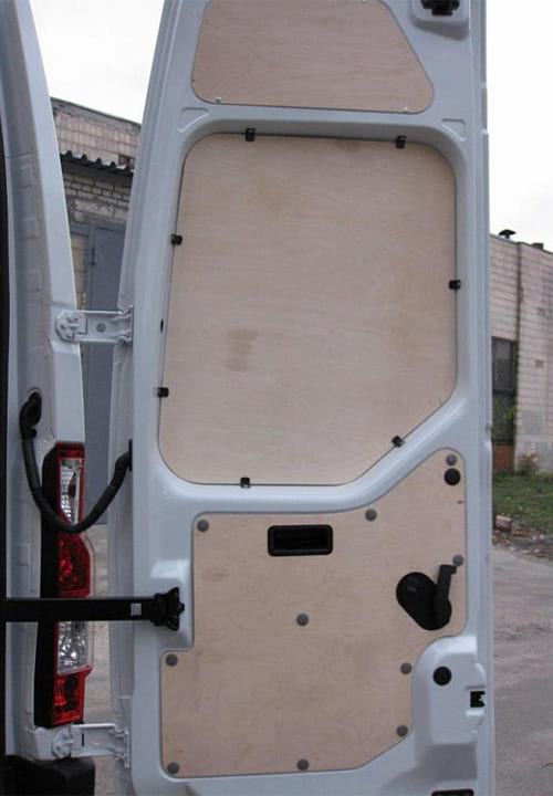 Обшивка фургона Renault Master L2H2: Задняя правая дверь